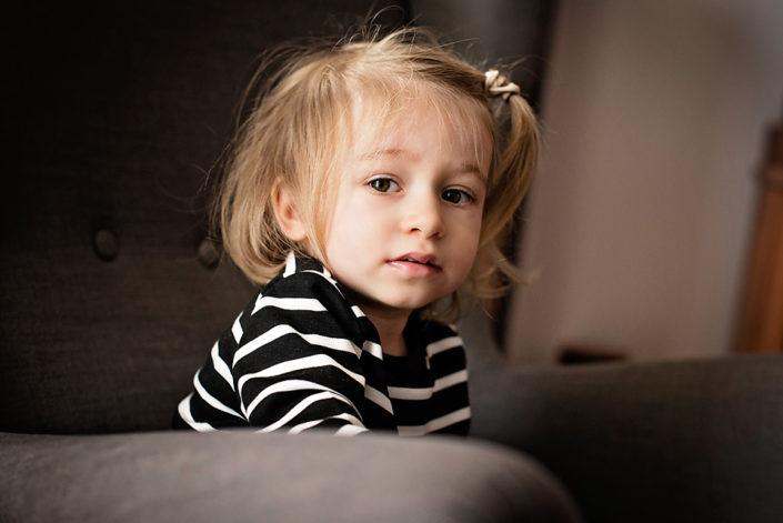 sesja dziecięca w domu, portret dziecka gdańsk, mrugała studio
