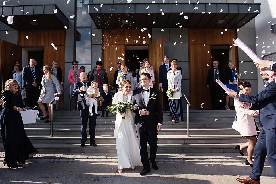 mrugała studio, ślub gdańsk osowa, konfetti na ślubie, fotografia ślubna gdańsk